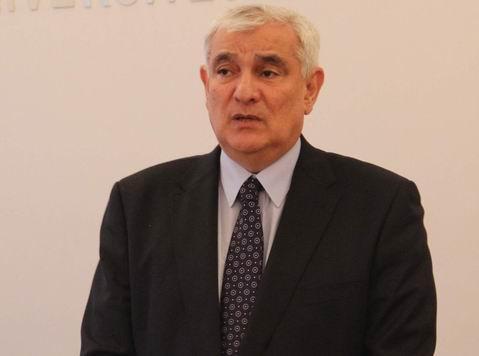 Azərbaycanlı yazıçı məşhur mükafata layiq görüldü