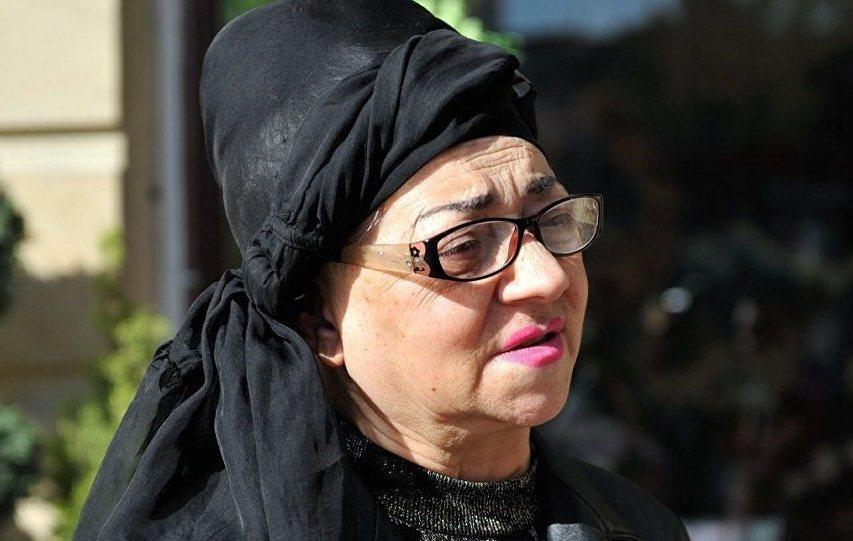 """""""Nuriyyə Əhmədovanın paltarlarını oğurlayıb"""" - aparıcıya qarşı ittiham"""