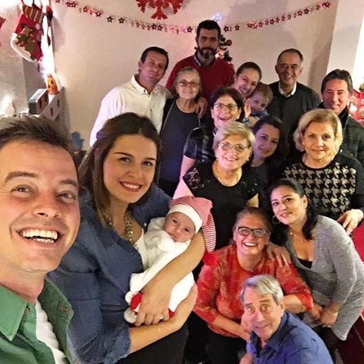 Aparıcının yeni doğulan oğlu ilə Yeni il sevinci - foto