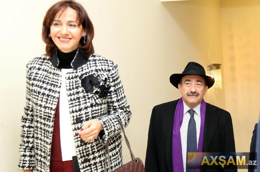 Nazir Əbülfəz Qarayev xanımı ilə təqdimatda