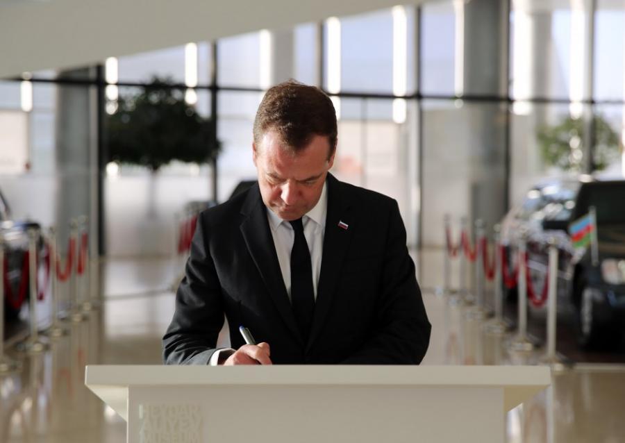 Medvedev Heydər Əliyev Mərkəzində - fotolar