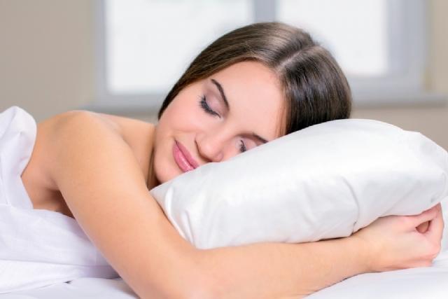 Çılpaq yatmaq  insan sağlamlığına necə təsir edir?