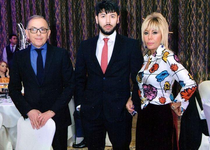 Brilliant Dadaşova əri və oğlu ilə birlikdə