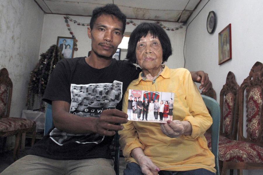 28 yaşlı oğlan 82 yaşlı qadınla evləndi - fotolar