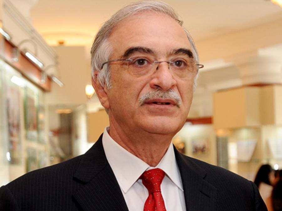 Polad Bülbüloğlu mükafatlandırıldı