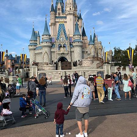 """Lazarev oğlu ilə """"Disneyland""""də - fotolar"""