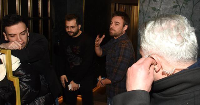 Murad Handeni iki qızla aldatdı - fotolar