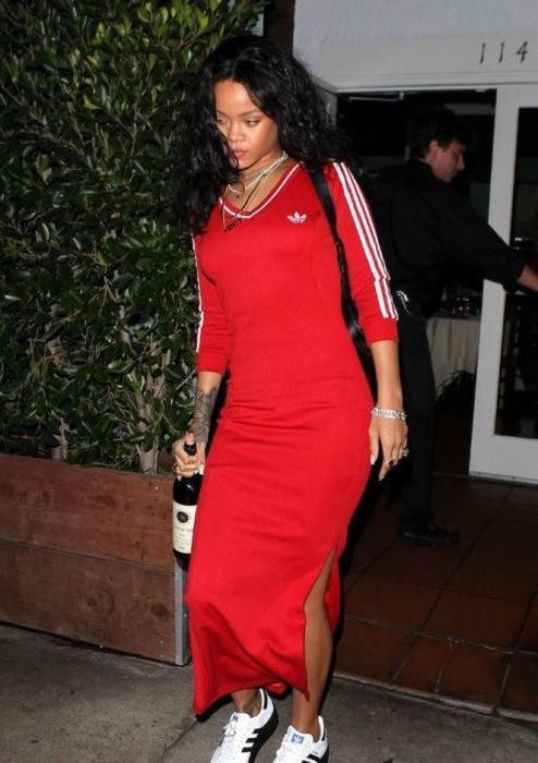 Rihanna bu fotolara görə anasından üzr istədi
