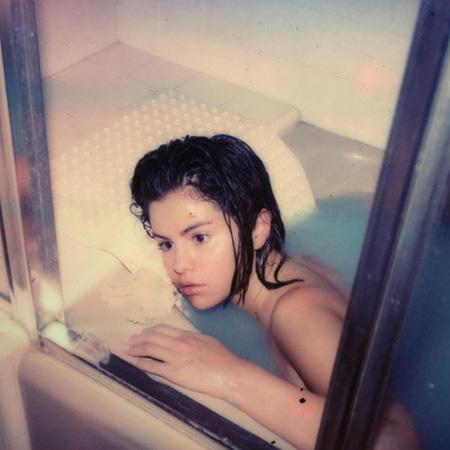 Selena qorxu obrazında - Fotolar