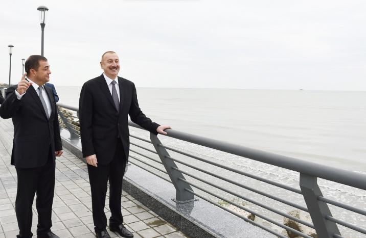 Prezident Astarada bulvarı gəzdi - Fotolar