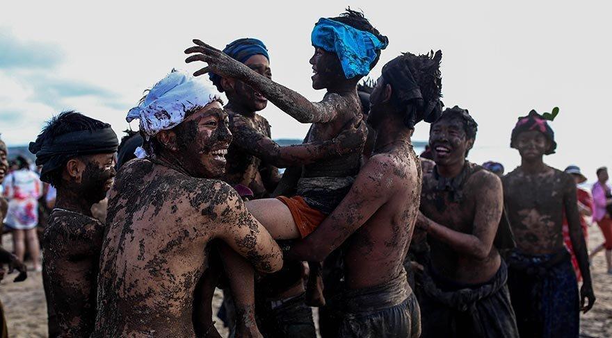 Palçıq festivalından maraqlı fotolar