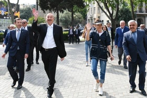Prezident ailə üzvləri ilə Dənizkənarı Milli Parkda - Fotolar