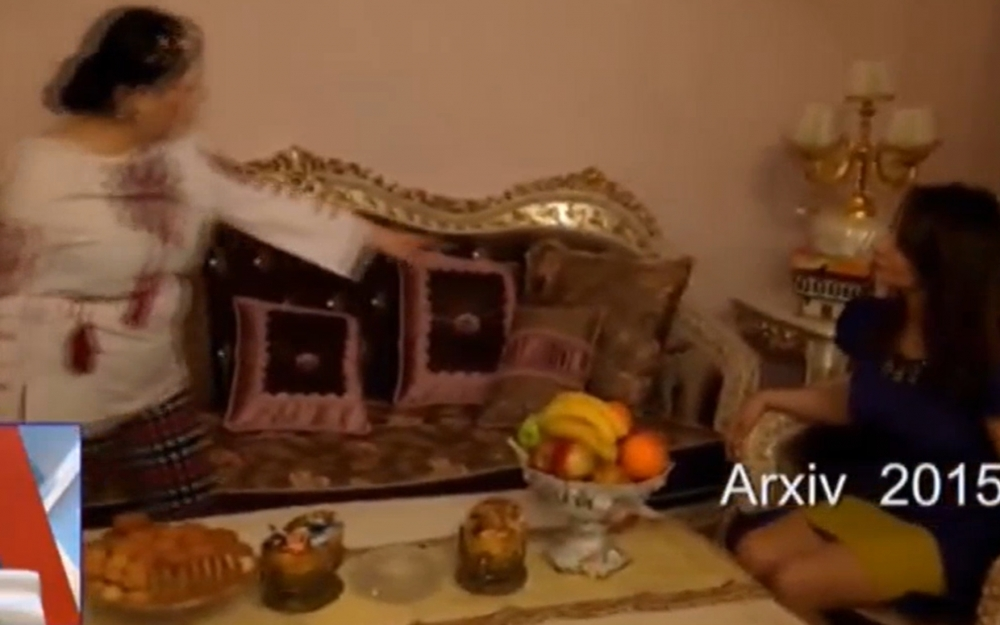 Elza Seyidcahanın 60 minlik qızıl divanı-FOTO/VIDEO