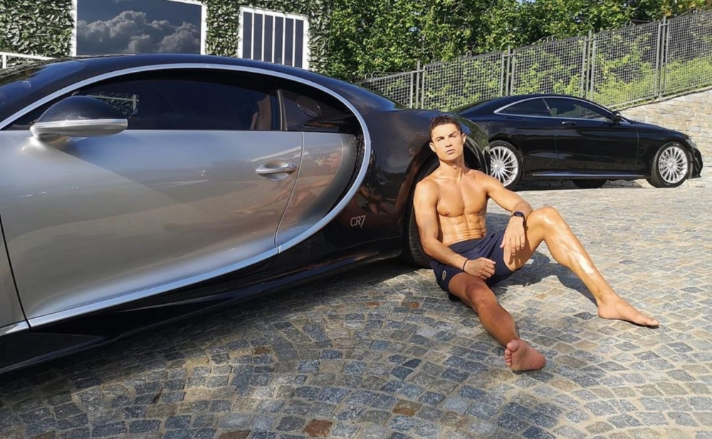 Ronaldo dünyanın ən bahalı avtomobilini aldı - Foto