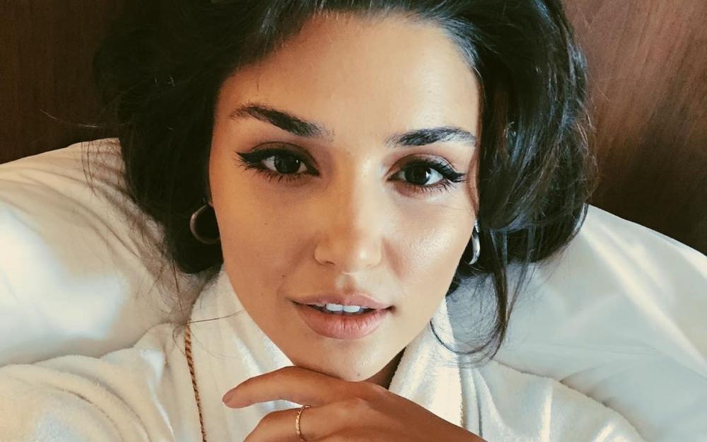 Hande Erçel 2020-ci ilin ən gözəl qadınıdır -  Foto