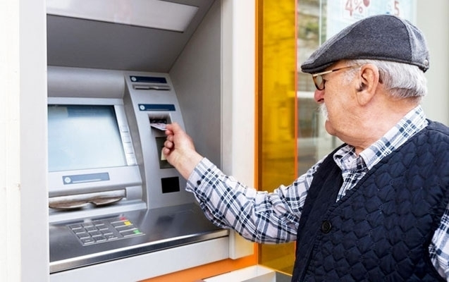 Pensiyaçı pulunu kartda neçə müddət saxlaya bilər?