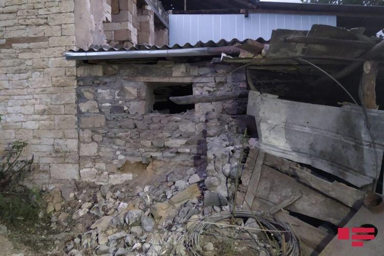Ermənilərin atdığı mərmi Goranboyda yaşayış evlərinə düşüb -  Foto
