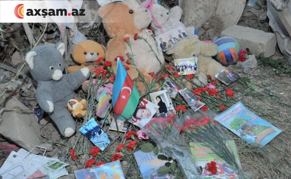 Gəncədə raket düşən yerə oyuncaqlar düzdülər -  Fotolar