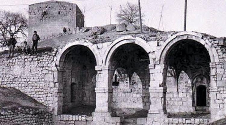 Ermənilərin dağıtdığı 3 əsrlik abidəmiz -  Qarğabazar məscidi