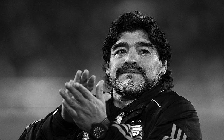 Maradona vəfat etdi