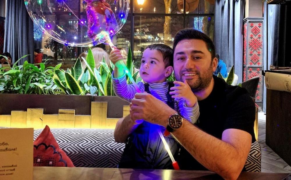 Müşviq 2 yaşlı oğlu ilə - Fotolar