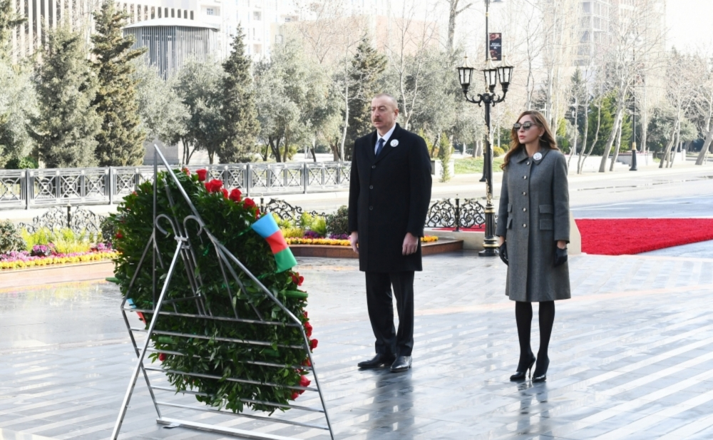 """Prezident xanımı ilə """"Ana harayı"""" abidəsini ziyarət etdi - Video+Fotolar"""