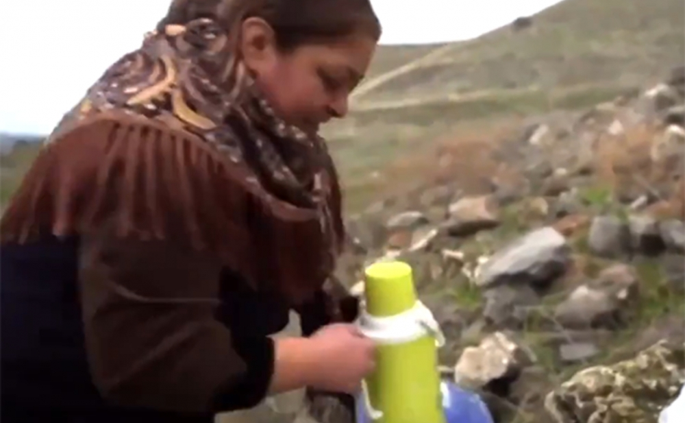 Azərbaycanlı ailə 28 il sonra doğma yurdunda çay içdi - Video