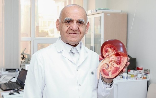 Sabiq baş nefroloq virusdan vəfat etdi