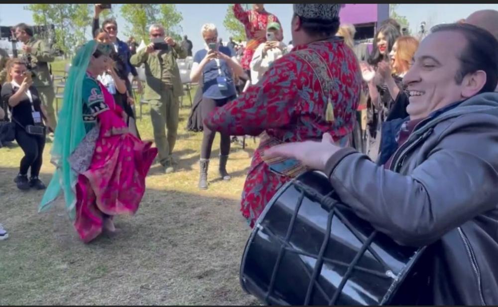 Əli və Samirənin Cıdır düzündə şıdırğı rəqsi - Video