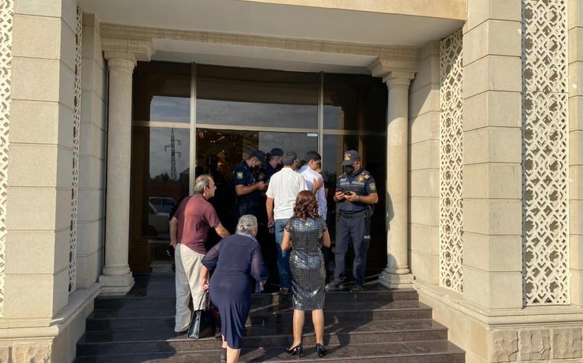 COVID-19 pasportu olmayan 65 nəfər toya buraxılmadı - Fotolar
