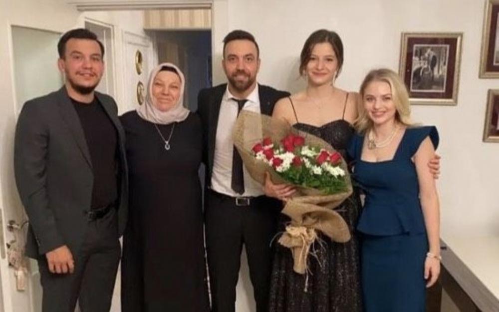 Səssiz-sədasız nişanlandı - Fotolar