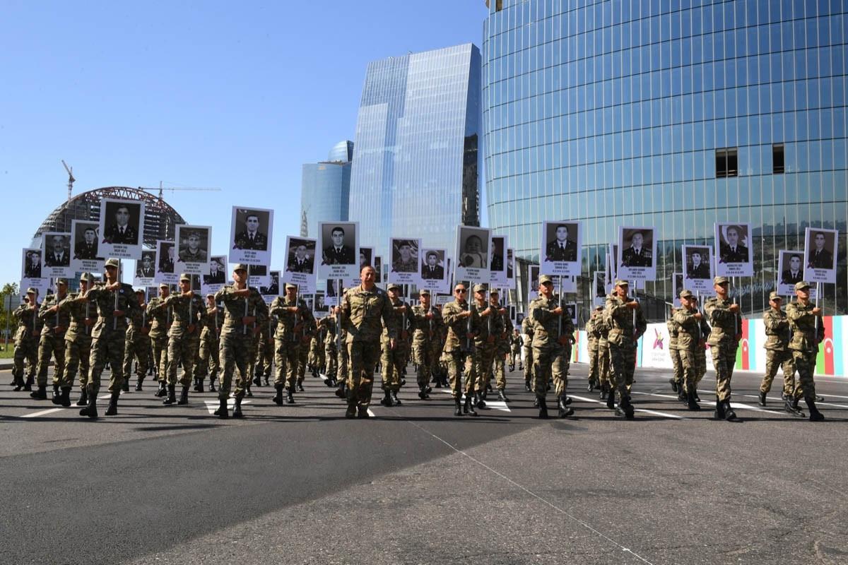 Prezidentlə xanımının iştirakı ilə yürüş keçirildi - Fotolar